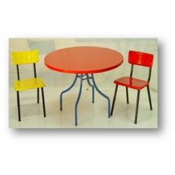 Table ronde et chaise d'enfant