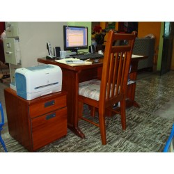 Bureau en bois avec chaise